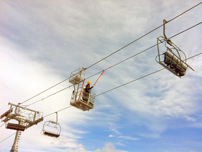 Installation of Birdmarks on a chairlift